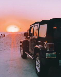 Beautiful sunset with your fav jeep Beach Aesthetic, Summer Aesthetic, Travel Aesthetic, My Dream Car, Dream Cars, Jeep Photos, Jeep Cars, Jeep Jeep, Jeep Wrangler