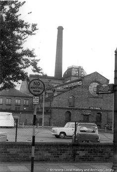 MSE/2/10/26 Black and white photograph showing the exterior of the brewery of Greenall Whitley, Hall Street, St.Helens  c.1960. MSE - The Frank Sheen Collection 2 - Photographs showing various buildings, events and housing in St.Helens. 10 - Photographs showing various buildings in the St.Helens area