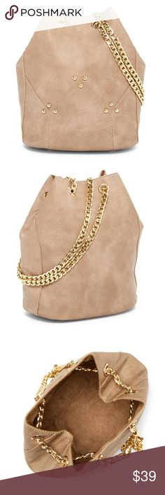"""New Maisie bucket bag in Gray with Gold hardware This bucket bag features an ever trending shape and Eye catching link chain shoulder strap, this stand out bag finishes your ensemble in bold style! The product is listed as gray but in my opinion this is more of a tan color. Dual adjustable chain shoulder strap, drawstring closure, exterior features goldtone hardware, 9.75"""" H x6.5"""" w x 6.75""""in depth. Strap drop 12 to 25 """".  Vegan leather exterior and fabric lining. ✅same or next day…"""