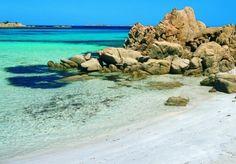 Spiaggia del Principe in Emerald Coast: a mosaic of colors