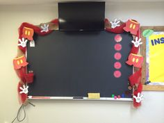 Around the chalkboard Mickey Mouse Classroom, Disney Classroom, Future Classroom, Preschool Classroom Decor, Classroom Decor Themes, Toddler Classroom, Classroom Ideas, Classroom Board, Bulletin Boards