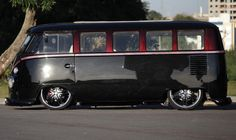 Black & Blood - luv this VW T1. Looks absolutely stunning.