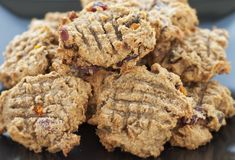 Healthy Recipe From Joy Bauer's Food Cures Banana Pecan Cookies Pecan Cookie Recipes, Pecan Cookies, Oatmeal Cookies, Hot Desserts, Healthy Desserts, Dessert Recipes, Healthy Recipes, Healthy Baking, Dessert Ideas