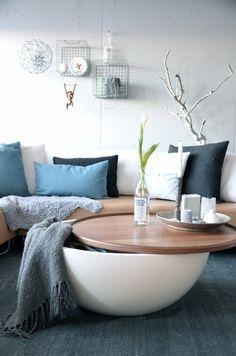 Bowl soffbord den organiska formen och kontrasten mellan det vita skalet oc - Petite table basse ikea ...