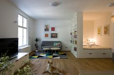Požadovanou vzdušnost architektka docílila otevřením celého prostoru. V jediné místnosti tak našly své místo všechny základní funkce obytného interiéru.