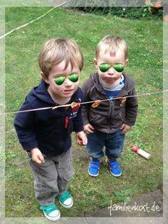 Brezel knabbern von der Leine als Spiel zum Kindergeburtstag