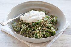 Quinoa cu broccoli, o rețetă cu doua dintre cele mai hrănitoare plante pe care le puteți oferi copiilor, pentru aportul de fier, calciu și vitamine.