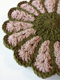 pot holder - love this so therefore I must make it. Wine and cream Crochet Eyes, Thread Crochet, Knit Or Crochet, Crochet Hooks, Vintage Potholders, Crochet Potholders, Knitting Projects, Crochet Projects, Crochet Designs