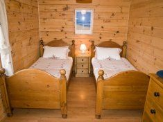 Romantic Getaway, Cabin, Bed, Travel, Furniture, Home Decor, Viajes, Decoration Home, Stream Bed