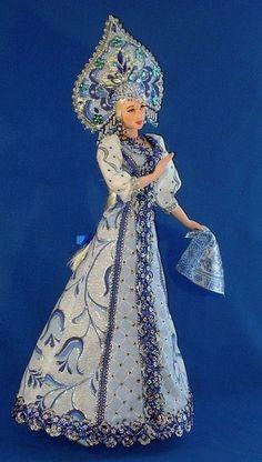 Doll in Russian costume. Barbie Dress, Barbie Clothes, Ooak Dolls, Art Dolls, Doll Costume, Costumes, Doll Museum, Barbie Princess, Barbie Patterns