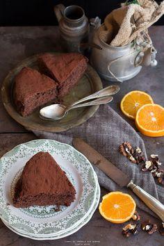 Torta al cioccolato, noci, farro ed arancia