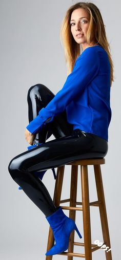 these models are not with all these pictures are the property of the models and/or photograpers and/or the enterprises. Shiny Leggings, Tight Leggings, Hot Goth Girls, White Leather, Leather Boots, Wet Look, Latex Fashion, Skin Tight, Shoe Boots