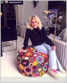 Trendy Patchwork Furniture Diy I do believe there's a brand new syndrome that psychiatrists need Crochet Decoration, Crochet Home Decor, Crochet Crafts, Yarn Crafts, Crochet Projects, Pouf En Crochet, Crochet Cushions, Freeform Crochet, Crochet Sunflower