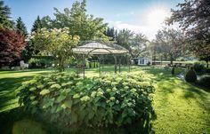 Genießen Sie warme Sommertage in unserer idyllischen Gartenanlage und verbringen ihren Traumurlaub in der Wanderregion Kärnten am glasklaren Millstättersee. Viele Ruheoasen in unserm Garten laden zum Verweilen ein.