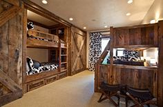 scheunentor im schlafzimmer doppelstockbetten schiebetuer hocker kuh