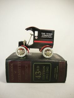 vintage ertl  1905 Ford Texaco coin bank metal delivery car