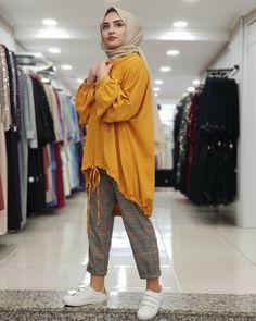 Tesettür Mayo Şort Modelleri 2020 - Tesettür Modelleri ve Modası 2019 ve 2020 Modest Fashion Hijab, Modern Hijab Fashion, Street Hijab Fashion, Casual Hijab Outfit, Hijab Fashion Inspiration, Hijab Chic, Mode Inspiration, Casual Outfits, Fashion Outfits
