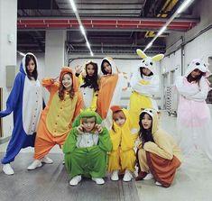 Nayeon (나연) twice, Momo (모모) twice.