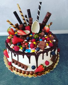 Candy Birthday Cakes, Candy Cakes, Cupcake Cakes, Chocolate Oreo Cake, Chocolate Sweets, Chocolat Cake, Beautiful Cake Designs, Beautiful Birthday Cakes, Easy Cake Decorating