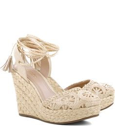 Discover recipes, home ideas, style inspiration and other ideas to try. Pretty Shoes, Cute Shoes, Me Too Shoes, Shoes Heels Wedges, Wedge Shoes, Ella Shoes, Heels Quotes, Closed Toe Sandals, Cream Shoes