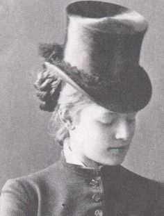 """Prince Rudolf's Mistress, Marie """"Mary"""" Vetsera. She was apparently a stylish trendsetter in her time."""