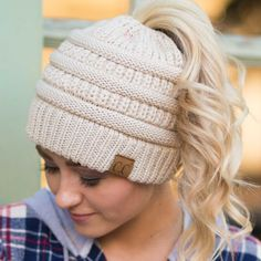 Soft Knit Beanie All of a sudden, these cute beanies are everywhere, love the look of these messy-bun hats. Ponytail Beanie, Cc Beanie, Knit Beanie, Knitted Hats, Crochet Hats, Headband Crochet, Knot Headband, Cute Beanies, Wearing A Hat