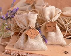 """Saquitos aromáticos para perfumar vuestra boda! Hemos llenado los saquitos con una de nuestras sales aromáticas favoritas """"Provenza"""". Detalles de boda."""