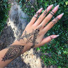 @klaudiabadura gorgeous Henna ✒️❤️
