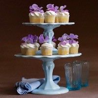 mini cupcake with sweetpeas a part of the centerpieces