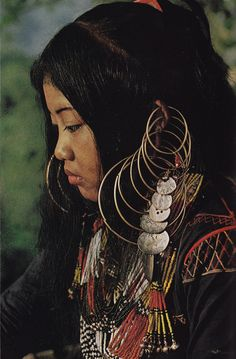 Philippines | Ubo Tribe, South Cotabato | no photographer details were provided, via Mary Quite Contrary tumblr blog