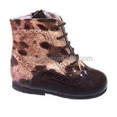 4c0b3a7b Botas pascualas en piel, charol, ante... Comodísimas botitas de color  marrón chocolate con combinado de estampado de leopardo de media caña,