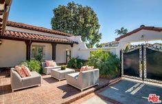 See this home on @Redfin! 133 North Alta Vis, Los Angeles (City), CA 90036 (MLS #16-178776) #FoundOnRedfin