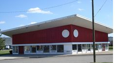 https://flic.kr/p/6dgtFb   Sights Along Route 130---Deserted Floor Store--50s Architecture   Front from the right side. In its prime, the store was really spiffy looking with all sort of flooring showing through the many windows. It resides in Willingboro NJ.