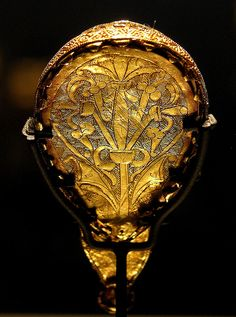 """The Alfred Jewel (reverse) Anglo Saxon - Anglo Saxon ornament, late ninth century. The inscription around the side reads: """"AELFRED MEC HEHT GEWYRCAN"""", (""""Alfred ordered me made""""). Ashmolean museum, Oxford."""