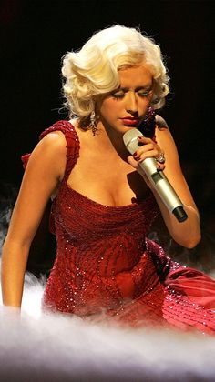 Christina Aguilera Christina Aguilera Burlesque, Christina Aguilera Hurt, Divas, Pop Music Artists, Anna Nicole Smith, Celebrity Moms, Celebrity Style, Sarah Michelle Gellar, Famous Singers