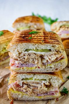 I love this Tasty Pressed Cuban Sandwich. When it comes to ham, slow-cooked pork, swiss cheese, pickles, mustard pressed in the Cuban bread Deli Sandwiches, Kubanisches Sandwich, Pressed Sandwich, Tortas Sandwich, Vegan Sandwiches, Sandwich Ideas, Pork Roast In Oven, Slow Cooked Pork, Roast Beef