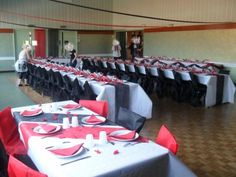 dcoration blanc rouge et noir mariage table enfant