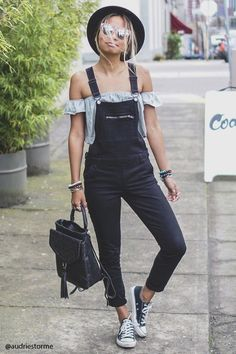 Tendance salopette 2017 Denim overalls featuring a skinny fit adjustable buckled straps a zippered bib Mode Outfits, Casual Outfits, Fashion Outfits, Womens Fashion, Fashion Trends, Grunge Outfits, Modest Fashion, Fashion Tips, Style Salopette