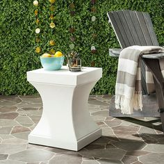 Safavieh Curby Concrete Accent Table In Ivory - Add a stylish touch to your outdoor space with the Curby Concrete Accent Table from Safavieh. It features both clean lines and beautiful curves and is beautiful enough to use outdoor or indoor as a footrest or side table. Outdoor End Tables, Patio Tables, Side Tables, End Tables With Storage, Industrial Style, Modern Decor, Indoor Outdoor, Outdoor Spaces, Concrete