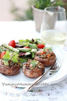 Yummy Mummy Kitchen: Lentil Stuffed Portobello Mushrooms (omit cheese or use non-dairy cheese for sprinkle to make vegan! Veg Recipes, Real Food Recipes, Vegetarian Recipes, Cooking Recipes, Healthy Recipes, Yummy Food, Vegetarian Cooking, Mushroom Recipes, Yummy Eats