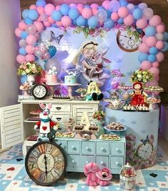 Girls Birthday Party Themes, First Birthday Decorations, Tea Party Theme, Kids Party Themes, 1st Birthday Girls, Alice In Wonderland Tea Party Birthday, Alice In Wonderland Theme, Fiesta Baby Shower, Mad Hatter Party