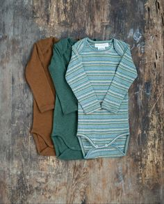 Soft organic baby body-stockings with long slim fit sleeves. Comfortable onesie with envelope neck and push buttons at crotch for dressing. The style is made in our 100% organic mélange cotton rib. Woven Fabric, Cotton Fabric, Baby Body, Organic Baby, Kids Wear, Envelope, Onesies, Kids Outfits, Trousers