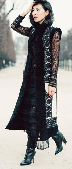Nicole Warne of Gary Pepper Girl wearing Valentino for Vogue Gary Pepper Girl, Estilo Blogger, Vogue, Silhouette Mode, Nicole Warne, Mode Glamour, Fashion Blogger Style, Fashion Bloggers, Mode Inspiration