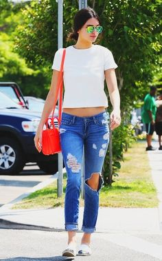 Kendall Jenner: Jeans and white shirt