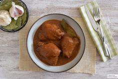 Pollo en adobo filipino. Receta de cocina fácil, sencilla y deliciosa Filipino, Curry, Chicken Wings, Meat, Ethnic Recipes, Food, Rice Vinegar, Homemade Recipe, Entrees