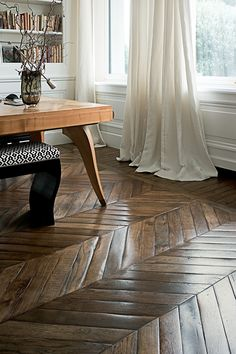 The hatching on these hardwood floors is to breathtaking! Would you do this in your home? #homedesign #decor #details