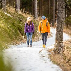 Die Winter-Landschaft von der schönsten Seite genießen: auf geräumten Winterwanderwegen und romantischen Winterwanderungen - nur eine Stunde von Wien entfernt. Hiking, Landscape, Nice Asses