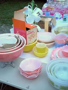 Oh man! This is a vintage lover's dream. The best ever yard sale. Drool, drool !
