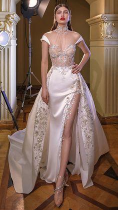 "Galia Lahav Collection ""Make a Scene"" – Wedding Outfit - Hochzeitskleid Dream Wedding Dresses, Bridal Dresses, Prom Dresses, Wedding Outfits, Lace Wedding Dress With Sleeves, Dresses With Sleeves, Couture Dresses, Fashion Dresses, Fashion Clothes"