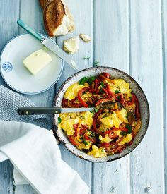 From chia seed parfaits to breakfast curry and shakshuka, here are breakfast bowls that will have you jumping out of bed. Egg Recipes, Brunch Recipes, Gourmet Recipes, Breakfast Recipes, Cooking Recipes, Breakfast Ideas, Vegetarian Recipes, Healthy Recipes, European Breakfast